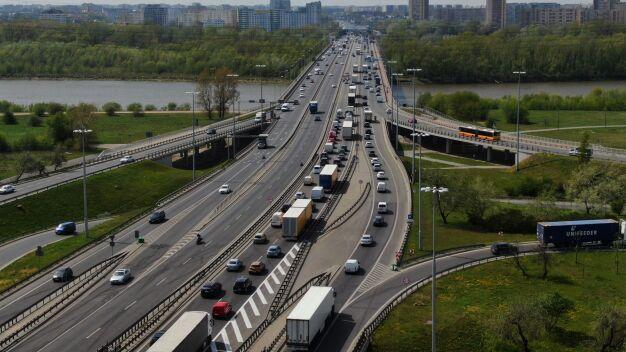 Kolizja pięciu aut na moście Grota