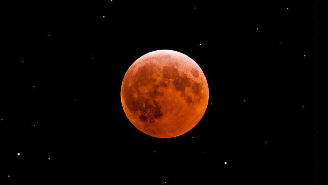 Znikający Księżyc. Całkowite zaćmienie w piątek, nów za dwa tygodnie