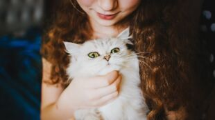 Czy posiadanie psa lub kota uchroni dzieci przed alergią?
