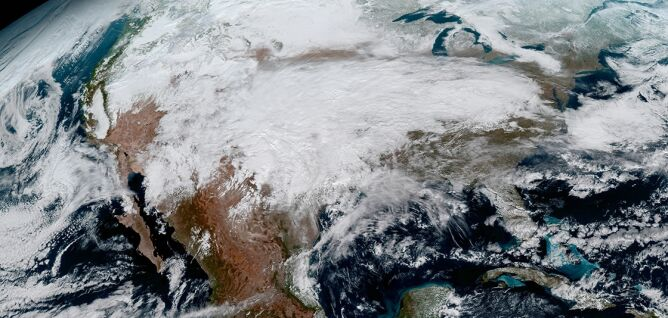 Zdjęcie satelitarne z satelity GOES-16